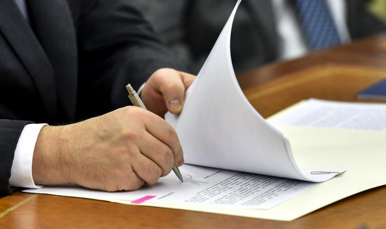 Порошенко підписав закон про реабілітацію жертв політичних репресій 1917-1991 років